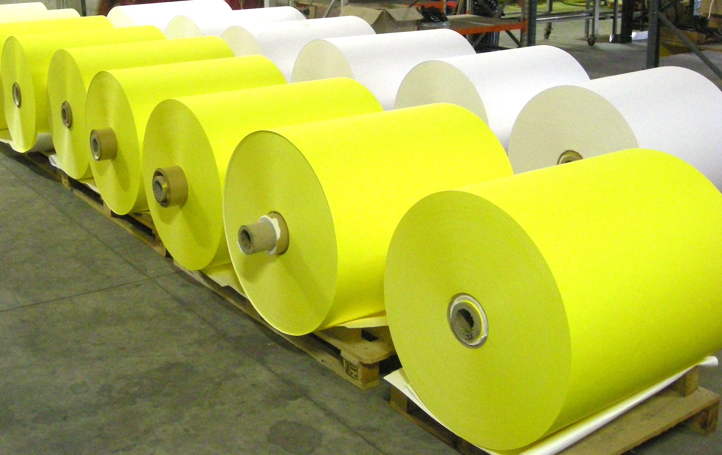 page-groupe-jumbo-papier-jaune-et-blanc