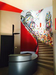 Décoration cage d'escalier en Aqua Paper